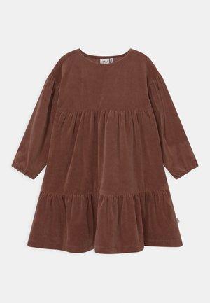 FEARLESS DRESS - Day dress - mahogany