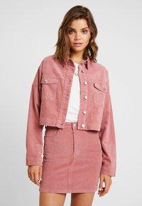 Missguided - RAW HEM JACKET - Veste en jean - pink - 0