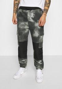 Mennace - TIE DYE TEXTURE MIX - Teplákové kalhoty - charcoal - 0