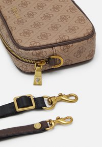 Guess - VEZZOLA SMALL NECESSAIRE UNISEX - Across body bag - brown - 3