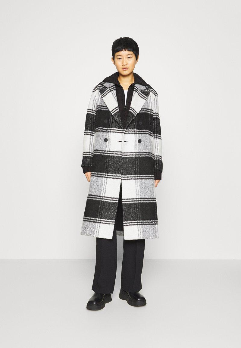 AllSaints - LOTTIE CHECK COAT - Classic coat - black/white