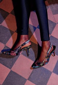 Versace Jeans Couture - Classic heels - nero - 5