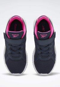Reebok - FLEXAGON ENERGY 2 ALT SHOES - Chaussures de running neutres - blue - 2