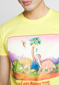 Bioworld - LAND BEFORE TIME TEE - Printtipaita - yellow - 5