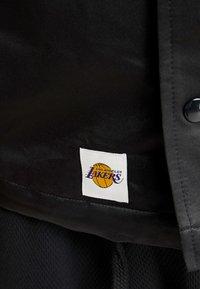 New Era - NBA LA LAKERS WORDMARK COACHES JACKET - Verryttelytakki - black - 3