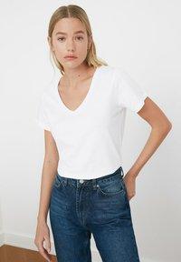 Trendyol - Basic T-shirt - white - 5