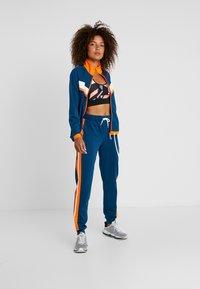 ONLY Play - ONPTANGERINE LOOSE TRACK PANTS - Pantalones deportivos - gibraltar sea/celosia orange - 1