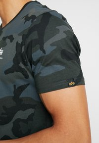 Alpha Industries - Print T-shirt - black - 3