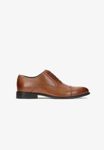 GILBERT - Elegantní šněrovací boty - brown