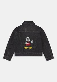 Levi's® - MICKEY MOUSE TRUCKER UNISEX - Denim jacket - washed black - 1