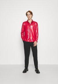 Twisted Tailor - SLEDGE  - Košile - red - 1