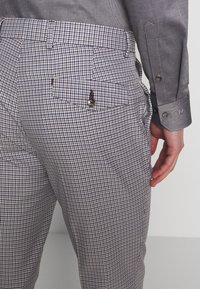 1904 - POULSDEN TAPERED GINGHAM - Pantalon de costume - blue - 5