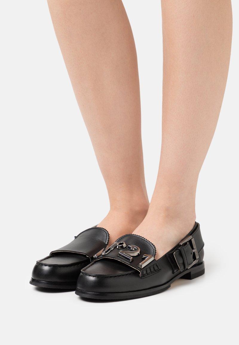 N°21 - LOAFER - Slip-ons - black