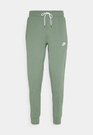 MODERN  - Teplákové kalhoty - spiral sage