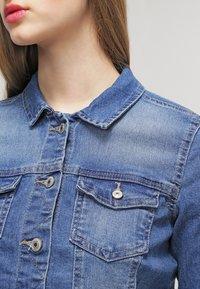 ONLY - ONLNEW WESTA - Kurtka jeansowa - medium blue denim - 4