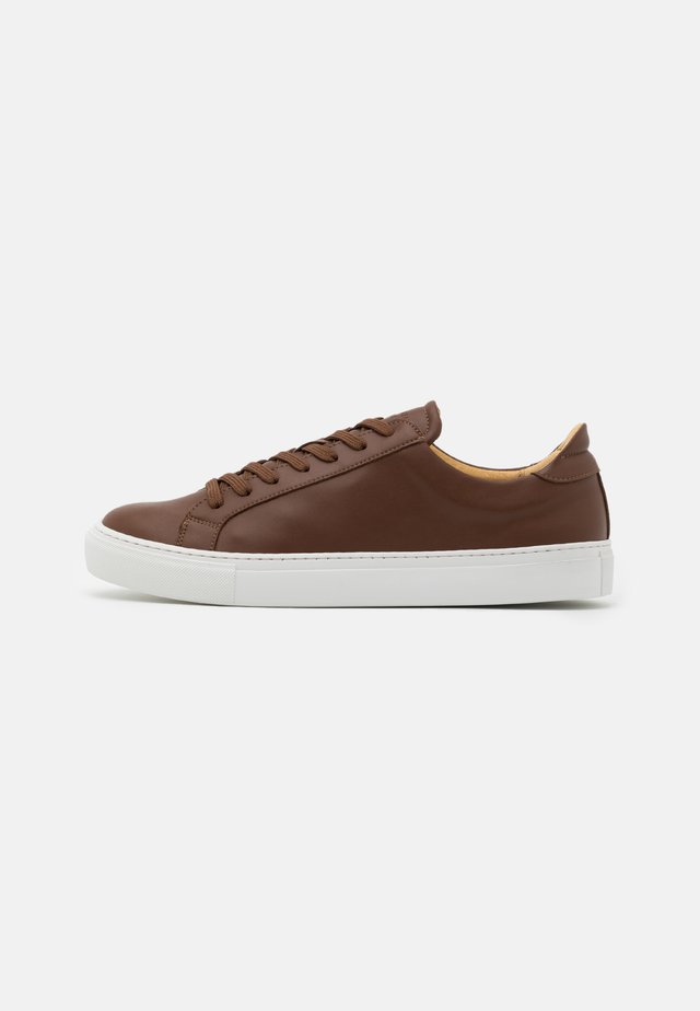 TYPE VEGAN - Sneakers basse - cognac
