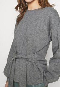 Lounge Nine - WILMA TIEBELT - Sweatshirt - dark grey melange - 4