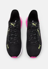 Puma - PLATINUM METALLIC - Zapatillas de entrenamiento - black/luminous pink/fizzy yellow - 3