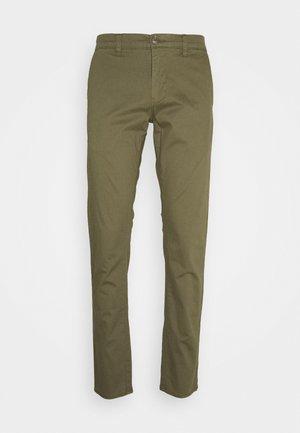 MACARL - Chino - ivy green