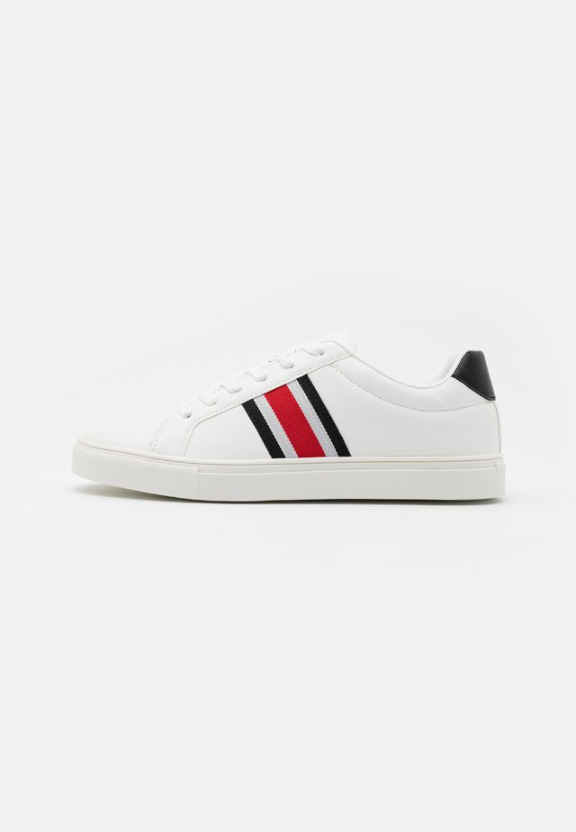 BILLY - Trainers - white/red