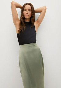 Mango - MATILDE-A - Pleated skirt - olivengrün - 0
