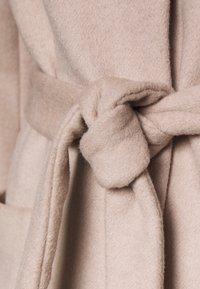Bruuns Bazaar - JASMINA PERLE COAT - Klasický kabát - roasted grey khaki - 7
