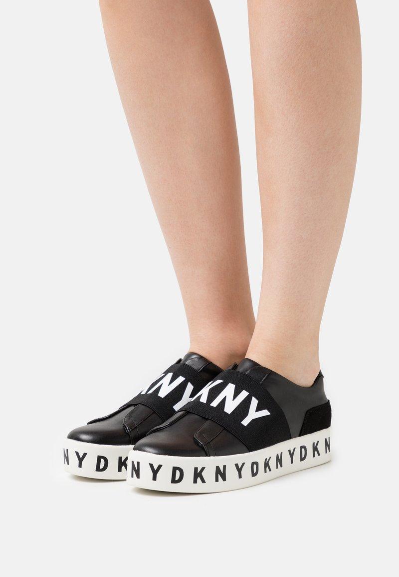 DKNY - BECKY - Nazouvací boty - black