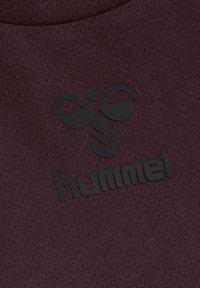 Hummel - HMLVANJA - T-shirts - brown - 1