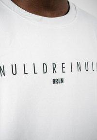 PLUSVIERNEUN - BERLIN - Sweatshirt - white - 8
