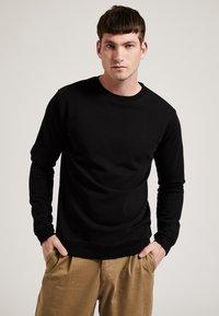 Phyne - Sweatshirt - black - 0