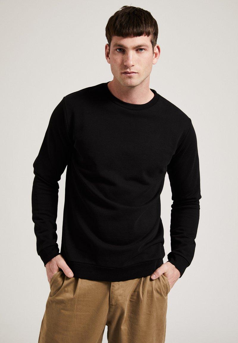 Phyne - Sweatshirt - black