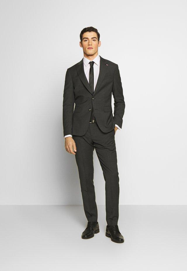 SLIM FIT PEAK LAPEL SUIT - Costume - grey