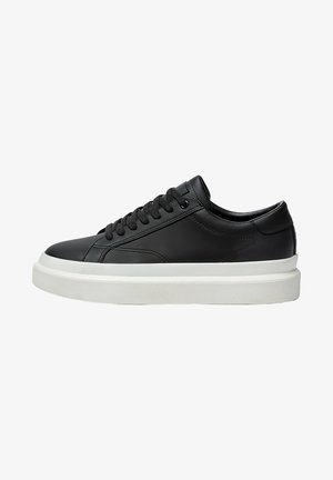 MIT CHUNKY SOHLE - Trainers - black