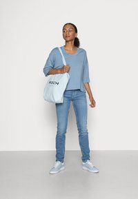 Marc O'Polo - CROPPED WIDE FIT WIDER SHORT SLEEVES - Basic T-shirt - fall sky - 1
