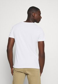 Alpha Industries - BASIC RAINBOW - Print T-shirt - white - 2