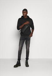 Tigha - MORTY STONE WASH - Slim fit jeans - vintage black - 1