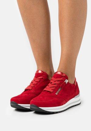 Sneakers laag - rubin/rosso