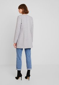 Vero Moda - VMCALA MARIS  - Kort kappa / rock - light grey melange - 2