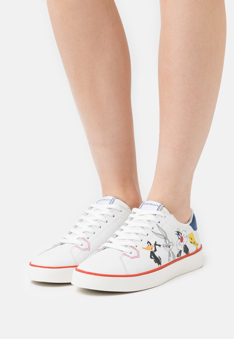 MOA - Master of Arts - FLIPS - Trainers - white