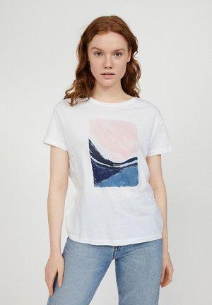 NELAA BREATH  - Print T-shirt - white