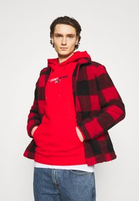 Tommy Jeans - LINEAR LOGO HOODIE UNISEX - Sweat à capuche - red - 3