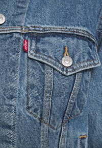 Levi's® - EX-BOYFRIEND TRUCKER - Giacca di jeans - concrete indigo - 4