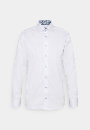 SIGNATURE SHIRT - Formal shirt - white