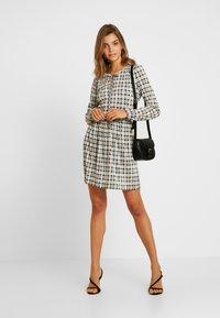 Miss Selfridge - CHECK SMOCK DRESS - Hverdagskjoler - black/white - 2