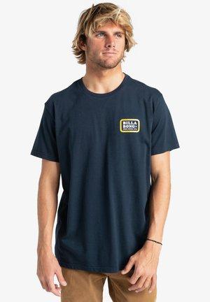 WALLED - Print T-shirt - navy
