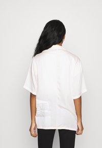NU-IN - STEFANIE GIESINGER VINTAGE SHORT SLEEVE OVERSIZED - Button-down blouse - pink - 2