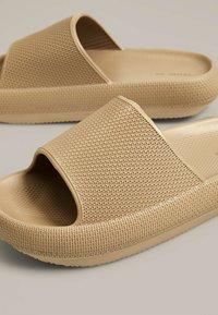 OYSHO - Pantofle - brown - 6
