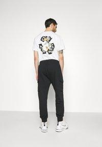 Nike Sportswear - CLUB PANT - Teplákové kalhoty - black/white - 3
