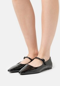 Who What Wear - MARJORY - Ankle strap ballet pumps - black - 0