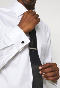 Burton Menswear London - CIRCLE CUFFLINK AND TIE PIN SET - Cufflinks - black - 0